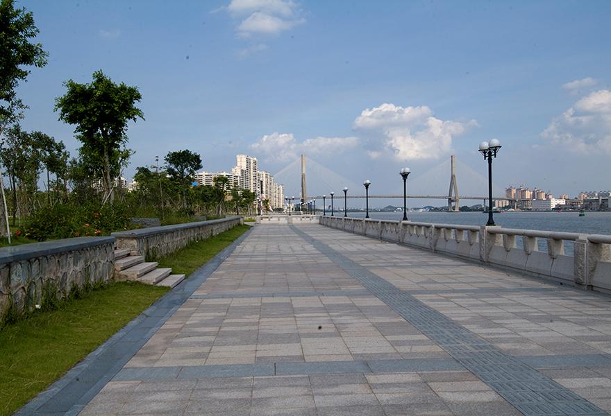 新光大桥桥头公园